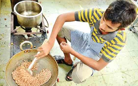 A 'Nalla Soru' member preparing traditional food | R Satish Babu