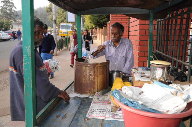 Peanut vendor P.S. Gopalakrishnan on the Government Botanical Garden Road in Udhagamandalam. / Photo:M.Sathyamoorthy / The Hindu