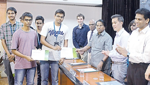 VIT Chancellor G Viswanthan handing over prizes to one of the winning teams, which participated in the 'Makeathon 2014' | EXPRESS