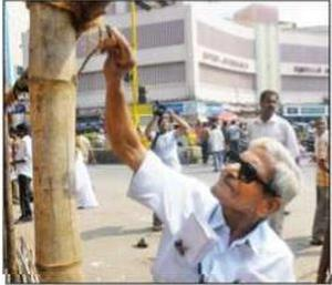 'Traffic' Ramaswamy, 83 in action on the roads of Chennai.