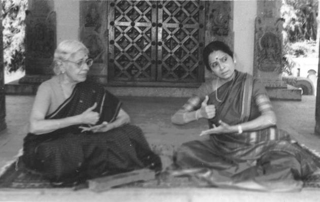 S. Sarada of Kalakshetra.(1915-2009) with student Kala Ramesh Rao. Photos: Special Arrangement. / The Hindu