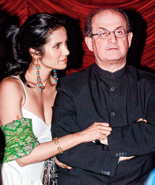 Padma Lakshmi with Salman Rushdie in Calcutta in 2004, the year they got married
