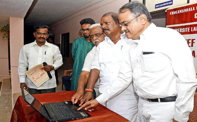 LEGACY WEBSITE:M. Rengasamy (second from right), former MLA, inaugurating the Serfojimemorial.com, a website on royal family, in Thanjavur on Sunday.— PHOTO: R.M. RAJARATHINAM