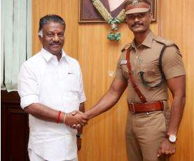 Tiruchy Deputy Commissioner A Mayilvaganan with chief minister O Panneerselvam. (EPS)