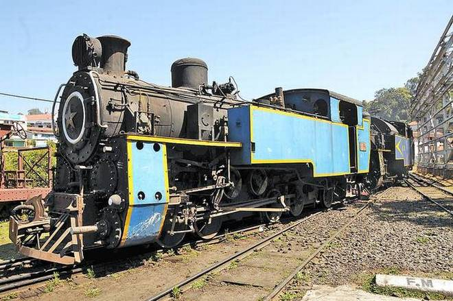 The last coal-fired X class engine of the Nilgiris Mountain train came to Coonoor Railway Station from Mettupalayam on Friday. | Photo Credit: M_Sathyamoorthy;M_Sathyamoorthy -
